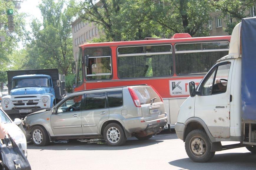 В Кривом Роге внедорожник врезался в автобус. Есть пострадавшие  (ФОТО), фото-10