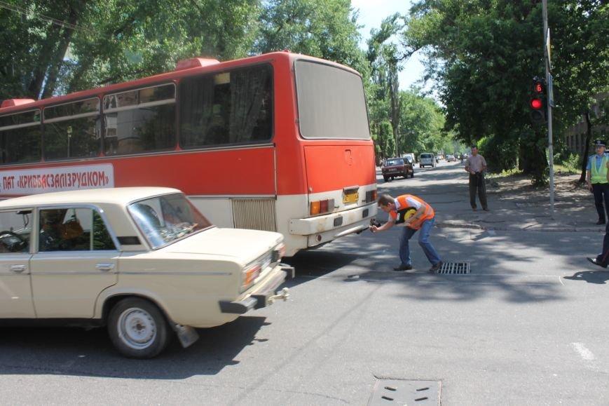 В Кривом Роге внедорожник врезался в автобус. Есть пострадавшие  (ФОТО), фото-13