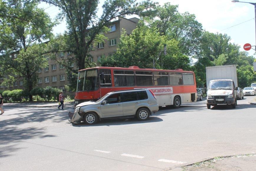 В Кривом Роге внедорожник врезался в автобус. Есть пострадавшие  (ФОТО), фото-5
