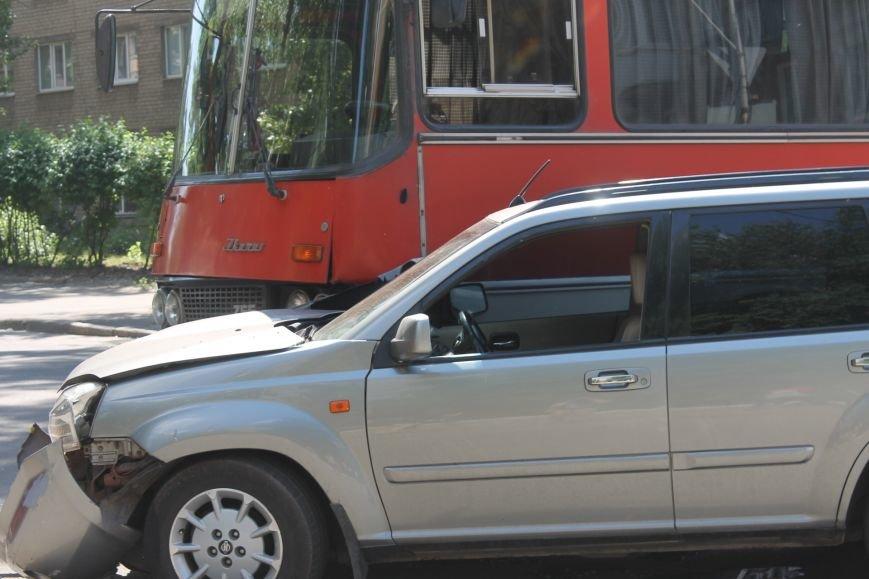 В Кривом Роге внедорожник врезался в автобус. Есть пострадавшие  (ФОТО), фото-17