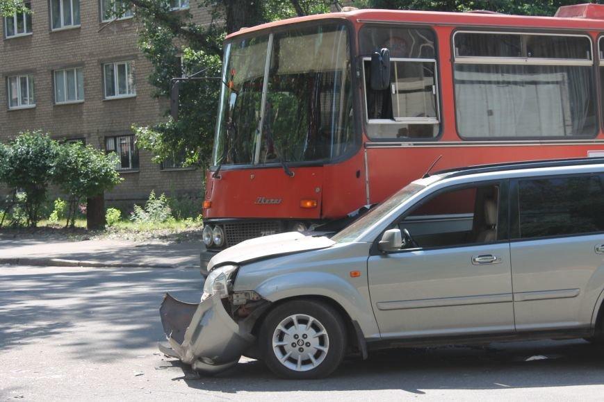 В Кривом Роге внедорожник врезался в автобус. Есть пострадавшие  (ФОТО), фото-16