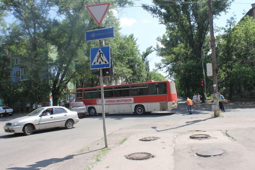В Кривом Роге внедорожник врезался в автобус. Есть пострадавшие  (ФОТО), фото-11