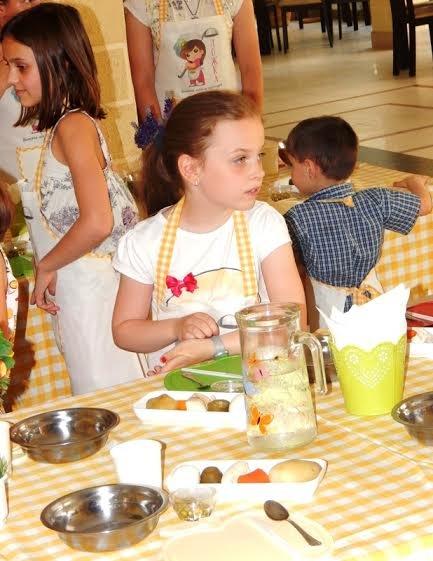Діти бійців, які перебувають на передовій вчились готувати смаколики (ФОТОРЕПОРТАЖ) (фото) - фото 5