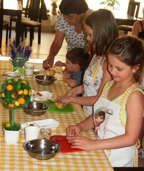 Діти бійців, які перебувають на передовій вчились готувати смаколики (ФОТОРЕПОРТАЖ) (фото) - фото 3