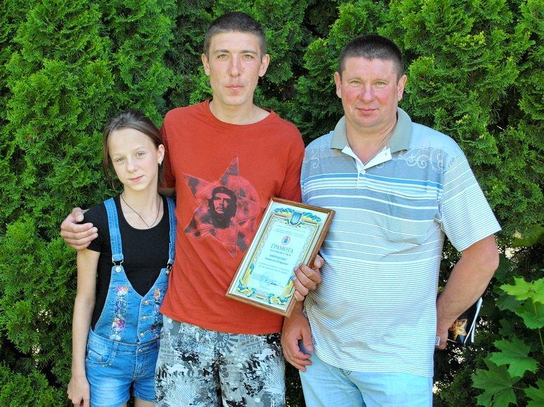 На Сумщине мужчину наградили за спасение тонувшей девочки (ФОТО) (фото) - фото 1