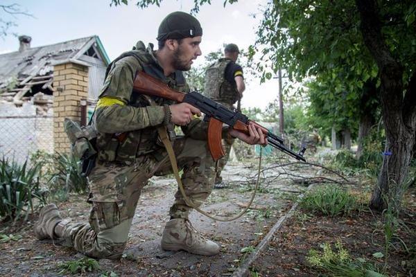 В Марьинке по чердакам и подвалам отлавливают «заблудившихся» боевиков «ДНР» (ФОТО), фото-1