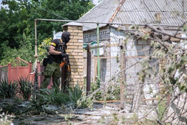 В Марьинке по чердакам и подвалам отлавливают «заблудившихся» боевиков «ДНР» (ФОТО), фото-4