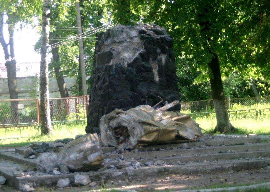 На Рівненщині  знищили пам'ятник тирану (+ФОТО) (фото) - фото 5