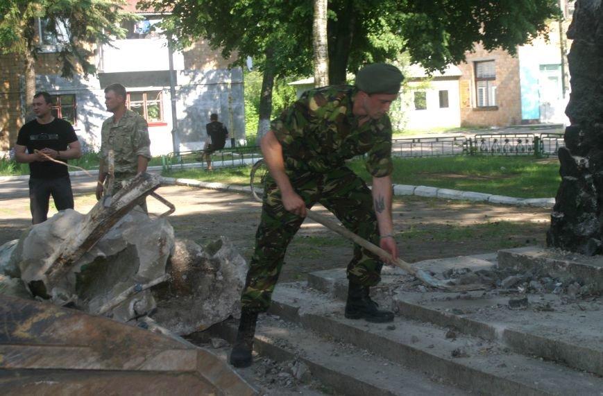На Рівненщині  знищили пам'ятник тирану (+ФОТО) (фото) - фото 7