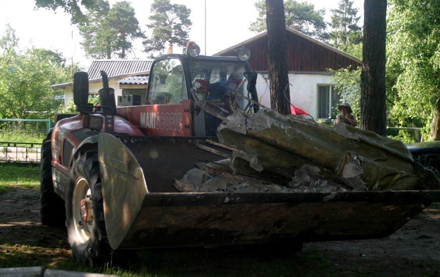 На Рівненщині  знищили пам'ятник тирану (+ФОТО) (фото) - фото 8