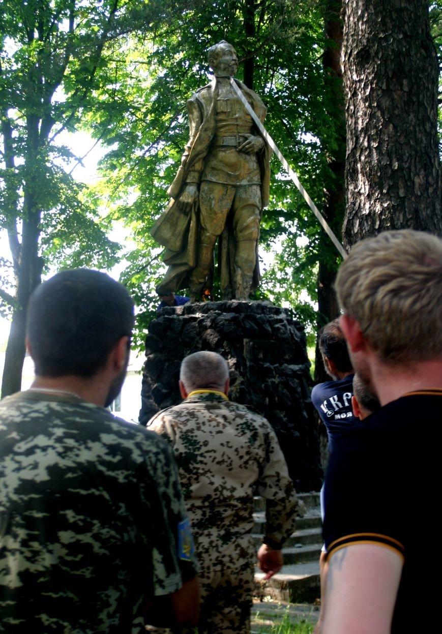 На Рівненщині  знищили пам'ятник тирану (+ФОТО) (фото) - фото 3