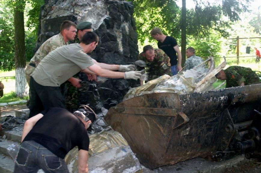 На Рівненщині  знищили пам'ятник тирану (+ФОТО) (фото) - фото 6