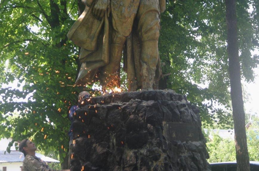 На Рівненщині  знищили пам'ятник тирану (+ФОТО) (фото) - фото 14