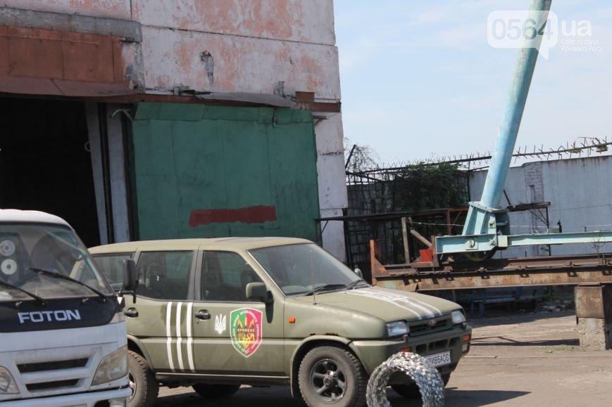 В Кривом Роге: внедорожник въехал в автобус, начался ремонт «убитой» дороги, заключенные помогают украинским военнослужащим (фото) - фото 3