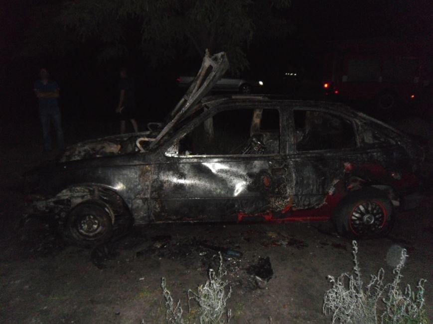 В Днепродзержинске сгорел «Opel Kadett», фото-1