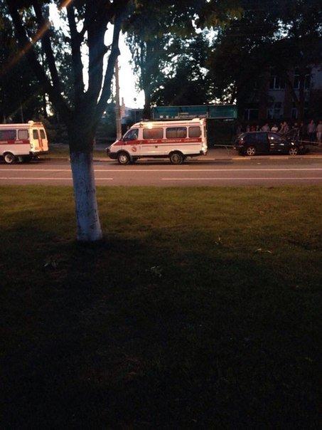 Фотофакт:В Гомеле Mazda сбила женщину на пешеходном переходе и вылетела на остановку (фото) - фото 1