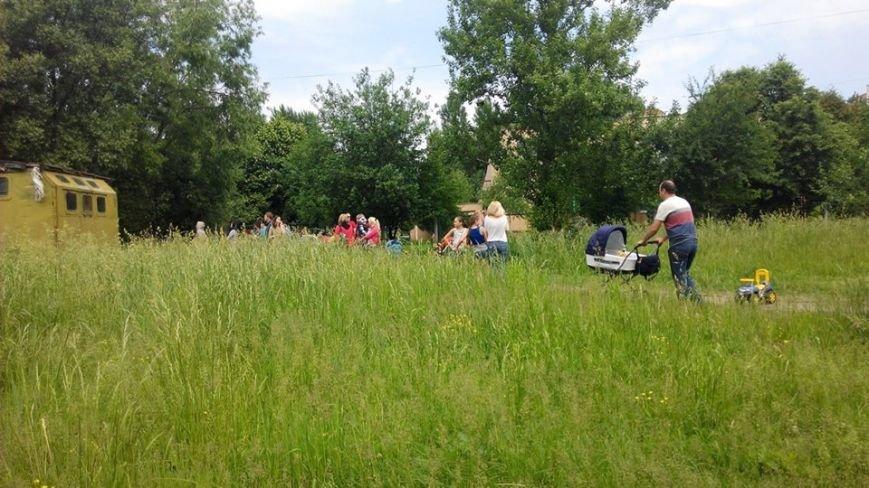 На вул. Панча протест: люди виступають проти забудови на дитячому майданчика (ФОТО), фото-1