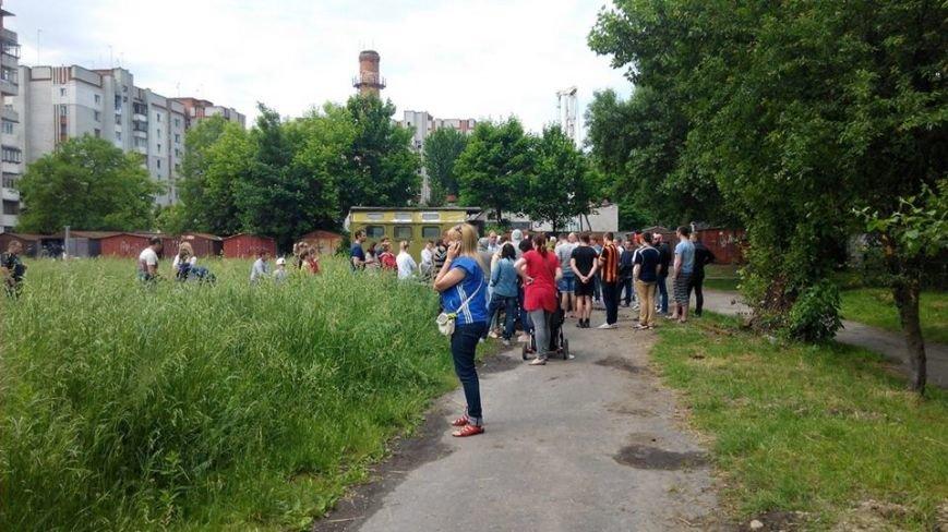 На вул. Панча протест: люди виступають проти забудови на дитячому майданчика (ФОТО), фото-5