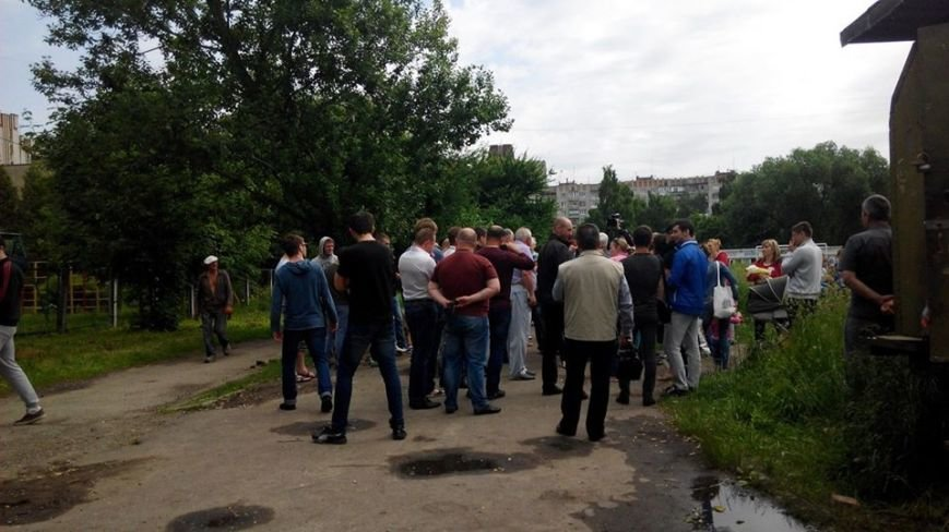 На вул. Панча протест: люди виступають проти забудови на дитячому майданчика (ФОТО), фото-2