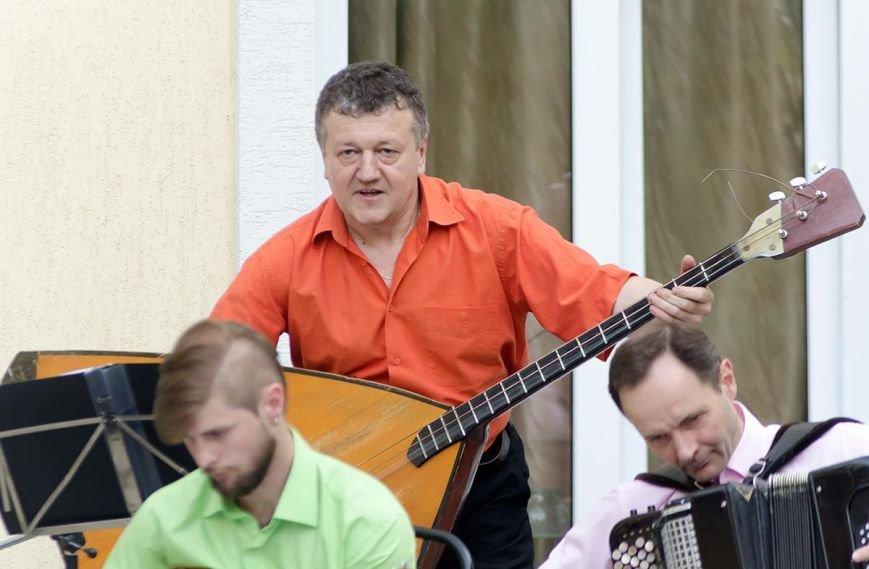 Николаевская филармония дает концерты под открытым небом (фото) - фото 11
