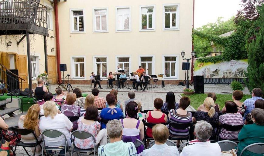 Николаевская филармония дает концерты под открытым небом (фото) - фото 2