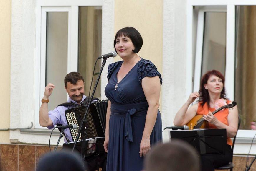Николаевская филармония дает концерты под открытым небом (фото) - фото 6