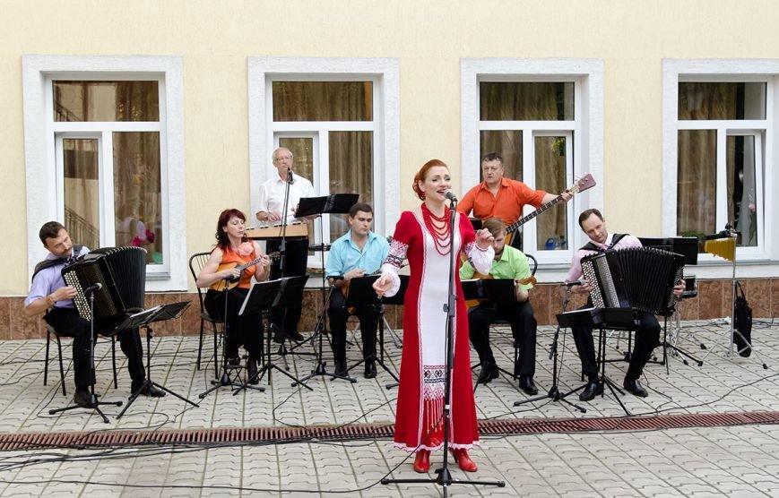 Николаевская филармония дает концерты под открытым небом (фото) - фото 1