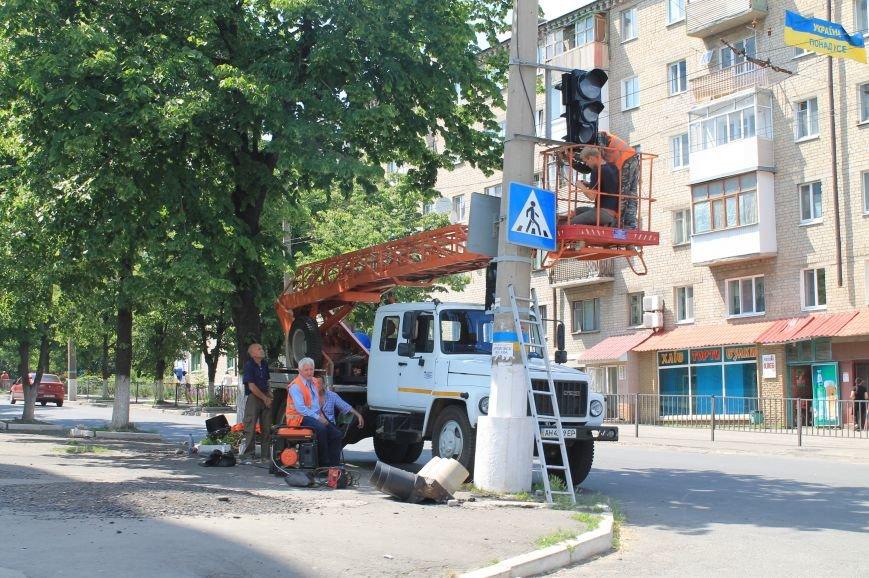 На перекрестке Горбатова и Петровского новый светофор (ФОТОФАКТ), фото-1