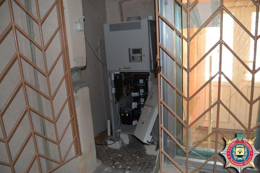 В Красноармейске пытались взломать банкомат с помощью взрыва (фото) - фото 1