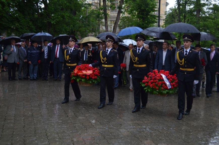 В Симферополе под дождем возложили цветы к монументу «Танк Т-34» (ФОТО), фото-4