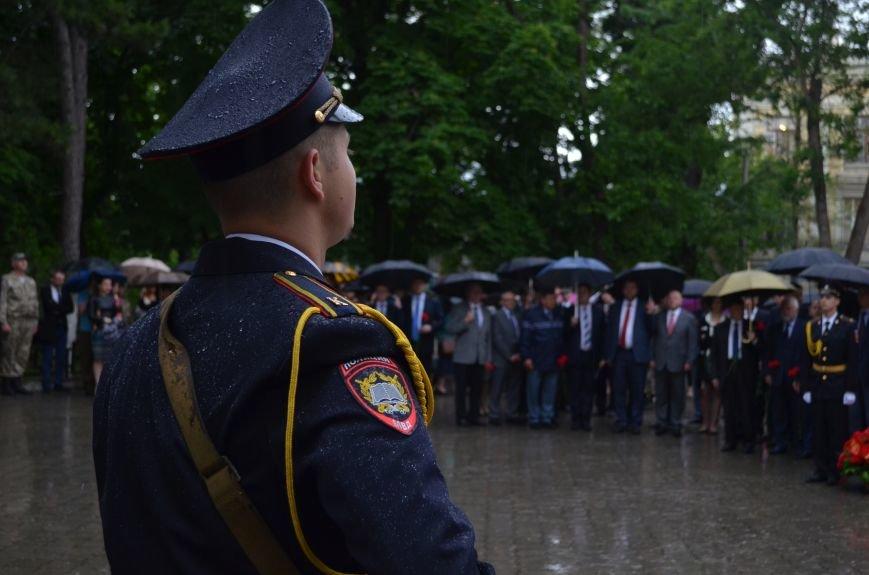 В Симферополе под дождем возложили цветы к монументу «Танк Т-34» (ФОТО), фото-3