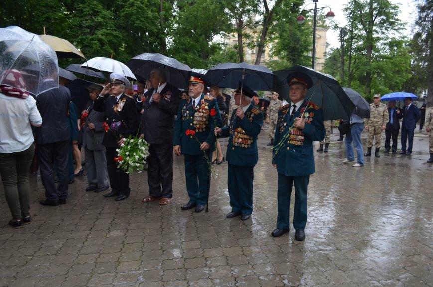В Симферополе под дождем возложили цветы к монументу «Танк Т-34» (ФОТО), фото-8