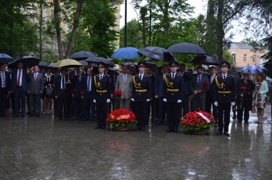 В Симферополе под дождем возложили цветы к монументу «Танк Т-34» (ФОТО), фото-2