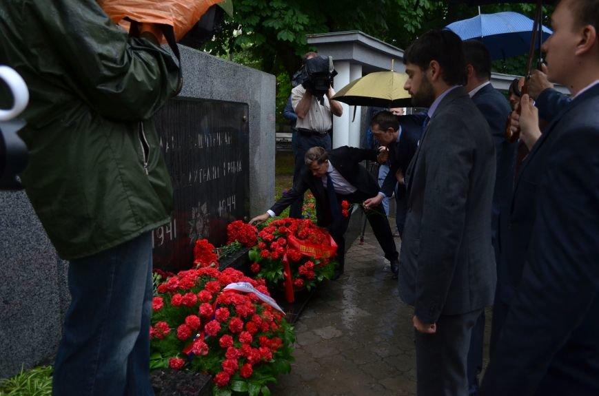 В Симферополе под дождем возложили цветы к монументу «Танк Т-34» (ФОТО), фото-7