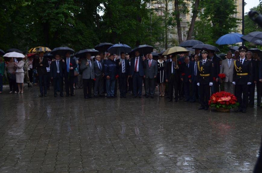 В Симферополе под дождем возложили цветы к монументу «Танк Т-34» (ФОТО), фото-1