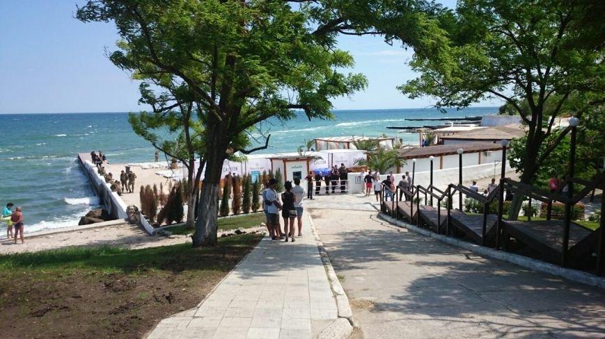 Пляж на одесском «Дельфине» оккупировала милиция, отдыхающих с берега выгнали (ФОТО) (фото) - фото 1