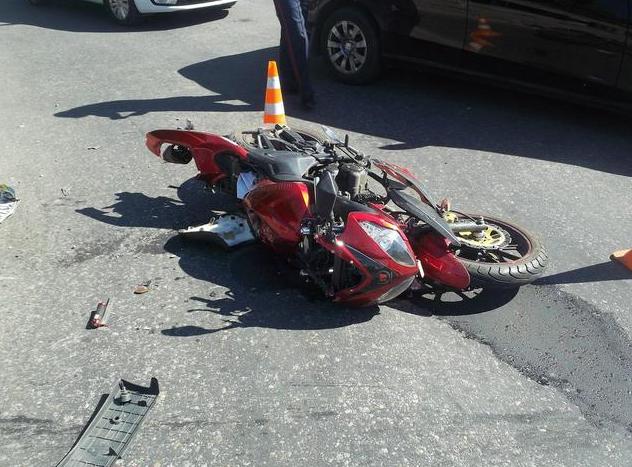 В Харькове мотоциклист разбился о «Мицубиси» (ФОТО) (фото) - фото 1