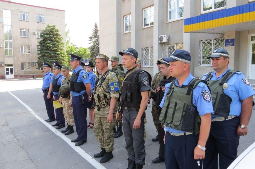 Пятничный инструктаж нарядов милиции на площади Шибанкова в Красноармейске, фото-3
