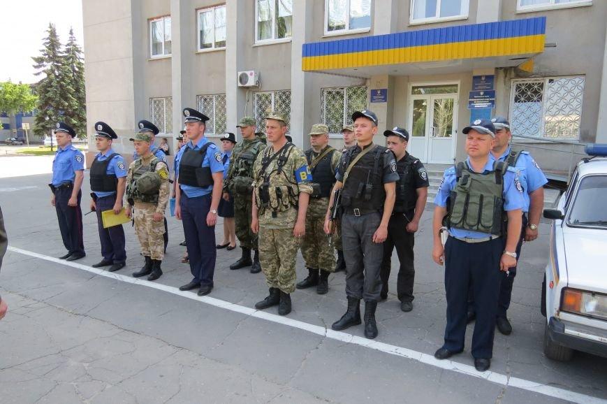 Пятничный инструктаж нарядов милиции на площади Шибанкова в Красноармейске, фото-5