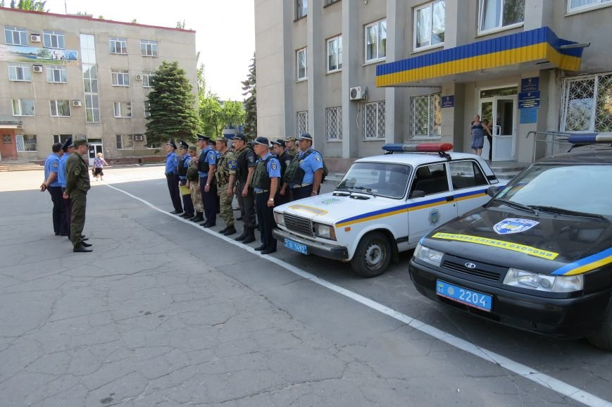 Пятничный инструктаж нарядов милиции на площади Шибанкова в Красноармейске, фото-4
