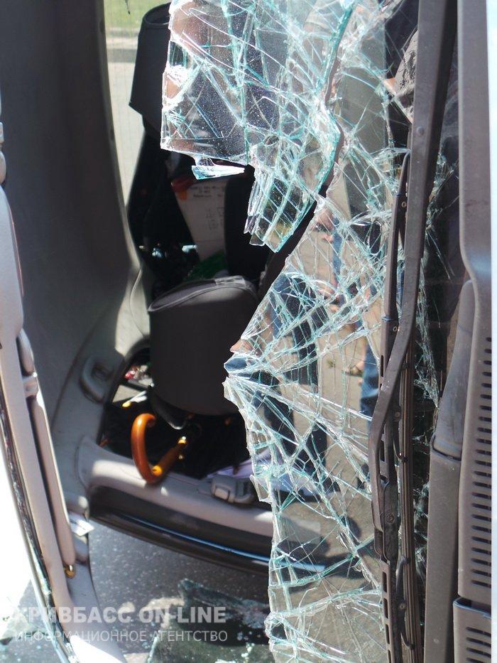 В Кривом Роге: продолжают красть металл, возле горисполкома произошла авария, мэр поздравил журналистов (фото) - фото 2