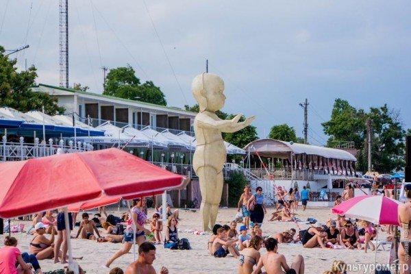 На одесском пляже появился светящийся ребенок (ФОТОФАКТ) (фото) - фото 1