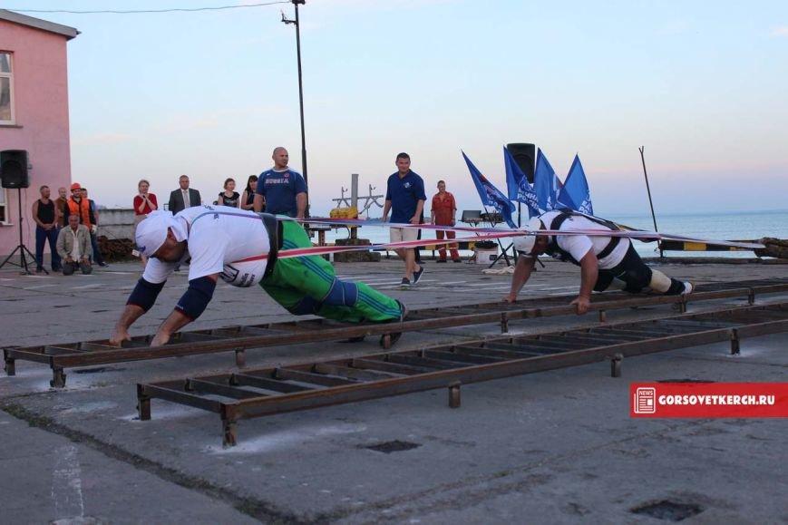 В Крыму российские силачи установили мировой рекорд, вручную сдвинув паром весом 2 000 тонн (ФОТО), фото-5