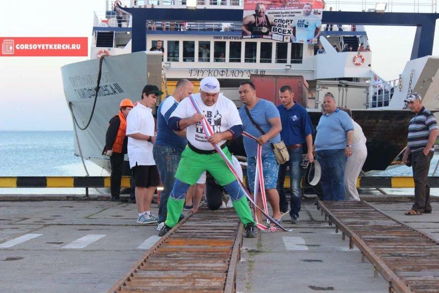В Крыму российские силачи установили мировой рекорд, вручную сдвинув паром весом 2 000 тонн (ФОТО), фото-3