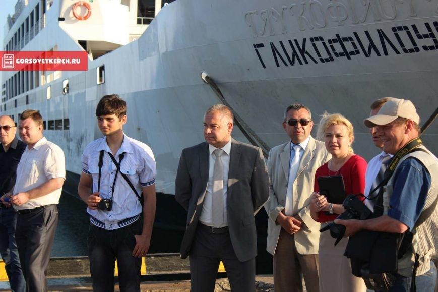 В Крыму российские силачи установили мировой рекорд, вручную сдвинув паром весом 2 000 тонн (ФОТО), фото-4