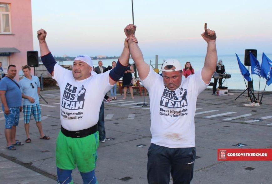 В Крыму российские силачи установили мировой рекорд, вручную сдвинув паром весом 2 000 тонн (ФОТО), фото-6