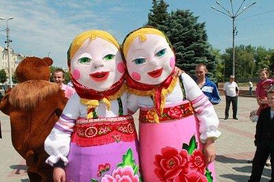 Встречаем лето! В Макеевке прошел праздник для детворы (фото) - фото 1