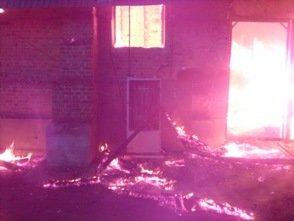 Вночі на Львівщині горіли склади на підприємстві з виробництва меблів (ФОТО+ВІДЕО) (фото) - фото 1