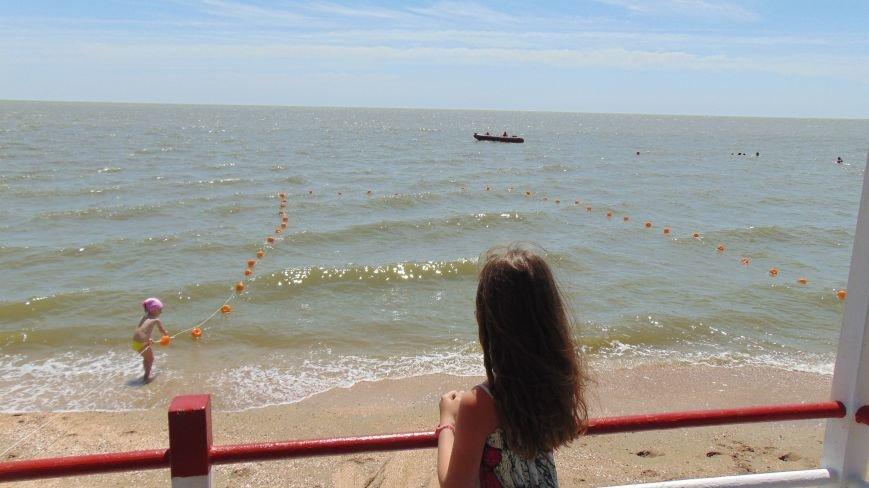 Единственный в Украине пляж для людей с ограниченными возможностями готов принимать мариупольцев и гостей города (ФОТОРЕПОРТАЖ) (фото) - фото 2