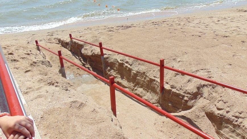 Единственный в Украине пляж для людей с ограниченными возможностями готов принимать мариупольцев и гостей города (ФОТОРЕПОРТАЖ) (фото) - фото 1